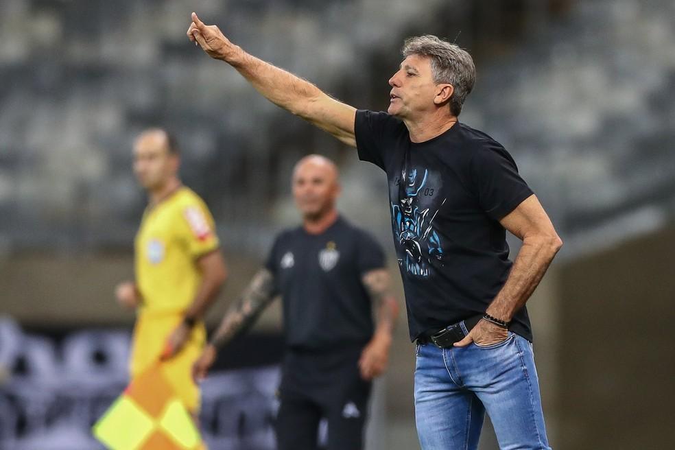 Renato voltou a falar da disputa de competições simultâneas após derrota — Foto: Lucas Uebel / Grêmio FBPA