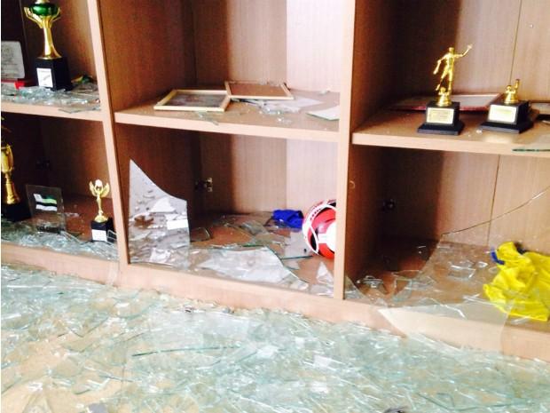 Explosão danificou local onde troféus eram guardados (Foto: Andressa Borzillo/ TV TEM)