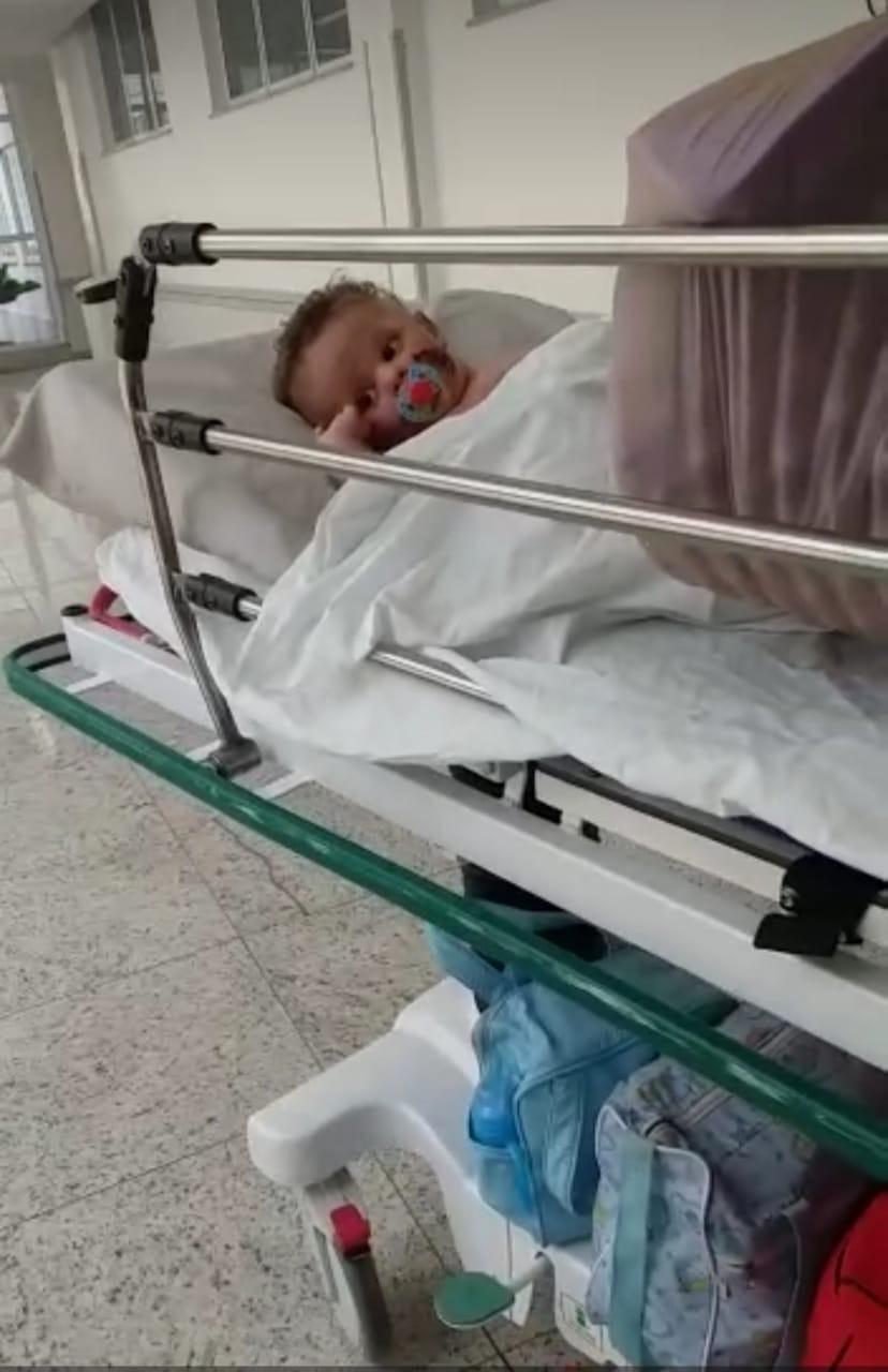 Bebê que teve 80% do corpo queimado por explosão em fogão a lenha tem alta após 40 dias internado em MT