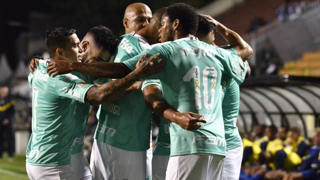 Jogadores do Palmeiras comemoram um dos gols do time