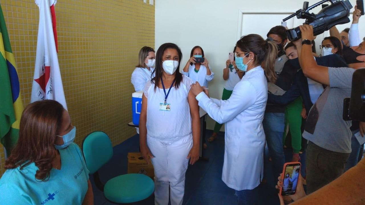 Cadastro para vacina contra a Covid-19 é aberto em Patos de Minas para profissionais de saúde e idosos