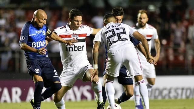 Hernanes teve atuação discreta contra o Talleres