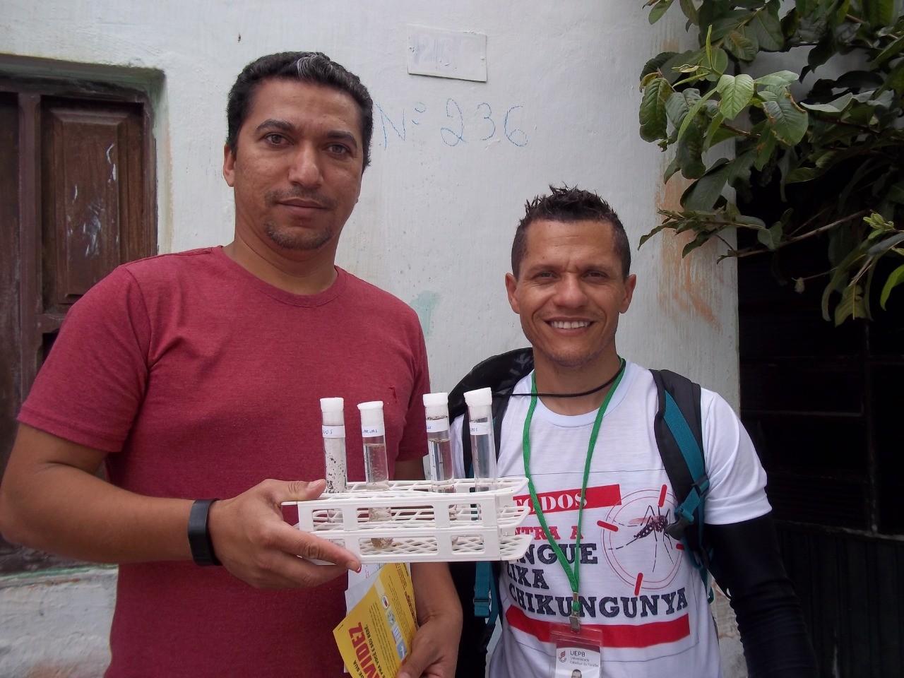 Alunos da UEPB conscientizam população sobre combate ao Aedes Aegypti - Radio Evangelho Gospel