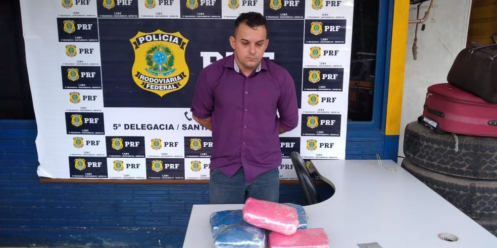 Alex Sandro disse à equipe da PRF que foi contratado para transportar a droga de Manaus até Goiânia — Foto: PRF de Santarém/Divulgação