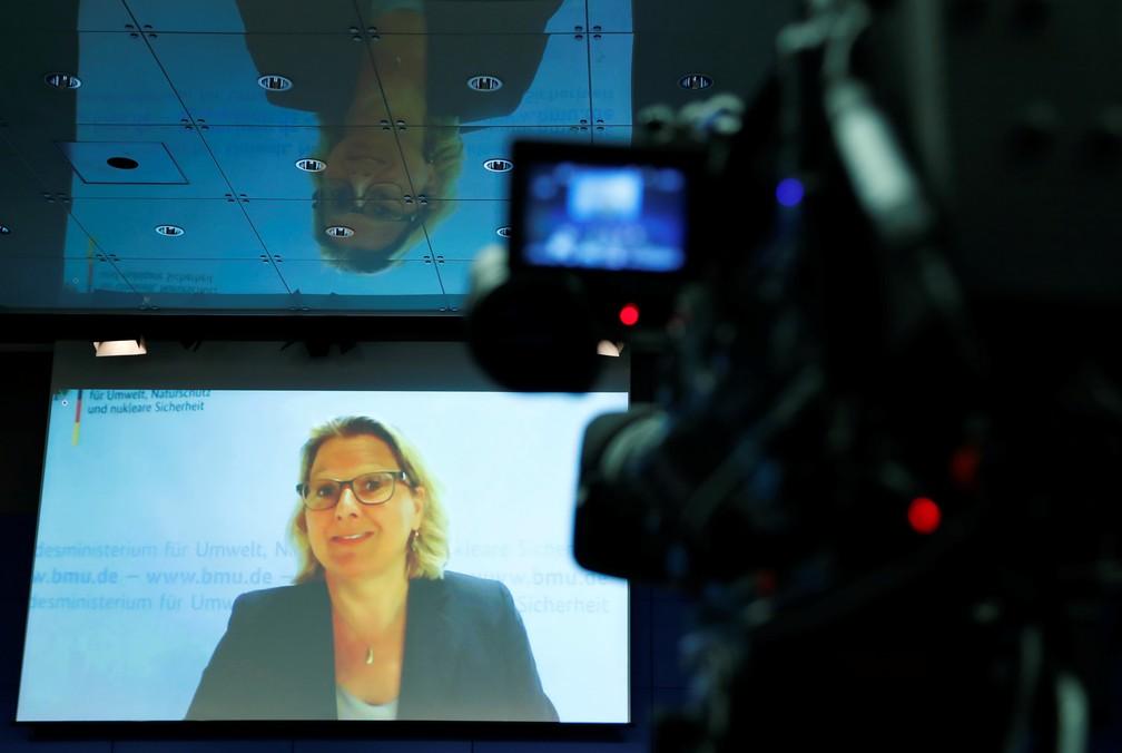 Svenja Schulze, ministra do Meio Ambiente da Alemanha, durante uma conferência — Foto: Fabrizio Bensch/Reuters