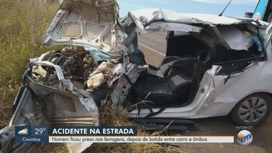 Colisão entre ônibus e carro deixa 13 feridos na Rodovia Altino Arantes em Altinópolis, SP