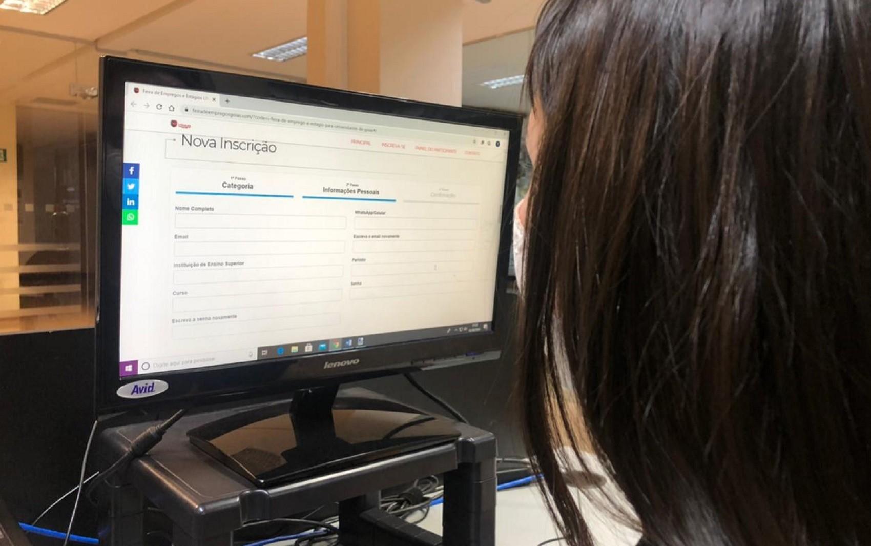 Feira com mais de 3 mil vagas de emprego e estágio está com inscrições abertas em Goiás