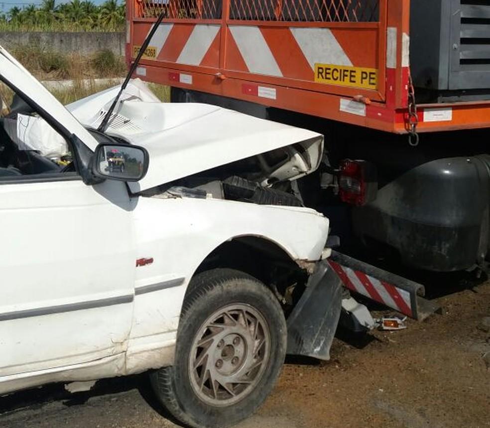 Colisão ocorreu após atropelamento de pedestre na BR-101, segundo a PRF (Foto: PRF/Divulgação)