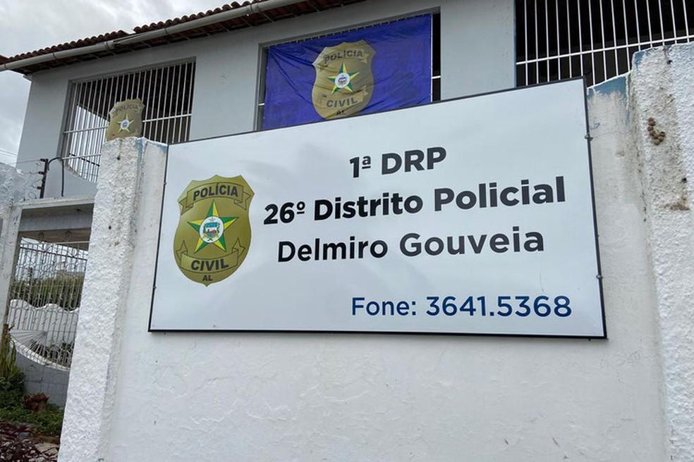 Mulher vítima de exploração sexual e cárcere privado é resgatada por policiais em Delmiro Gouveia, AL — Foto: Ascom PC