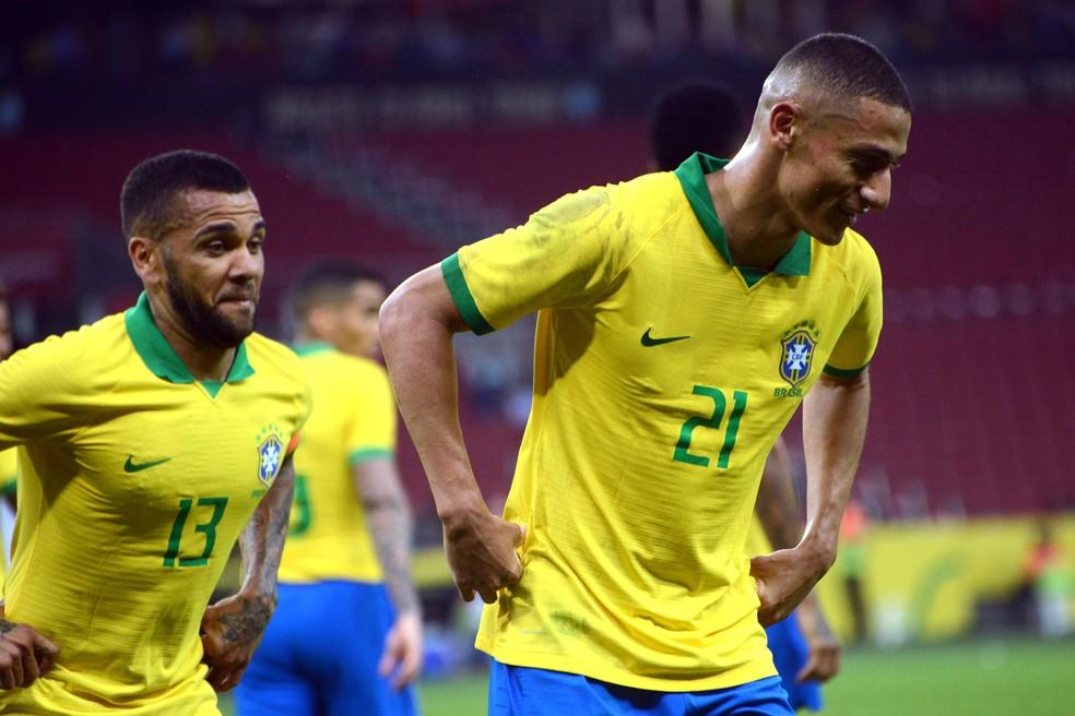 Richarlison festeja gol pelo Brasil — Foto: Luiz Munhoz/Estadão Conteúdo
