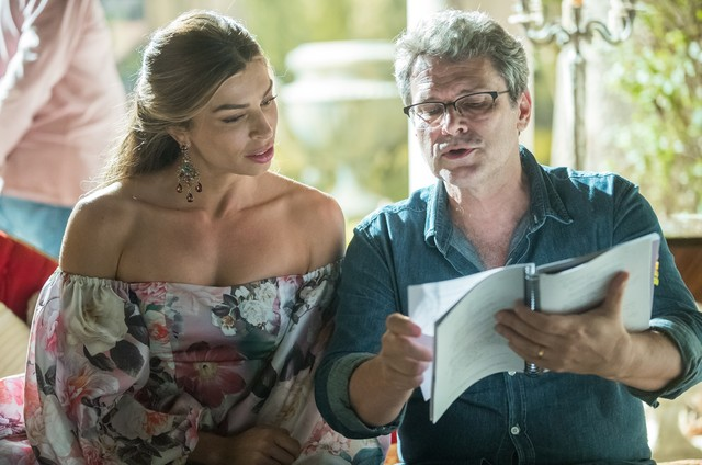 Grazi Massafera e Luiz Henrique Rios em 'Bom sucesso' (Foto: Raquel Cunha/TV Globo)