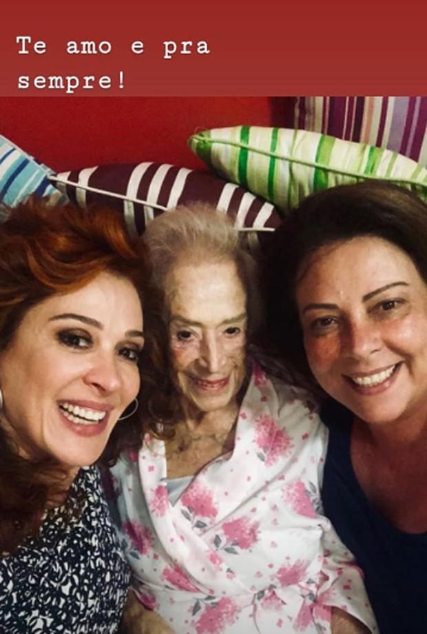 Dona Odette entre as filhas, Cláudia e Olenka Raia (Foto: Reprodução/Instagram)