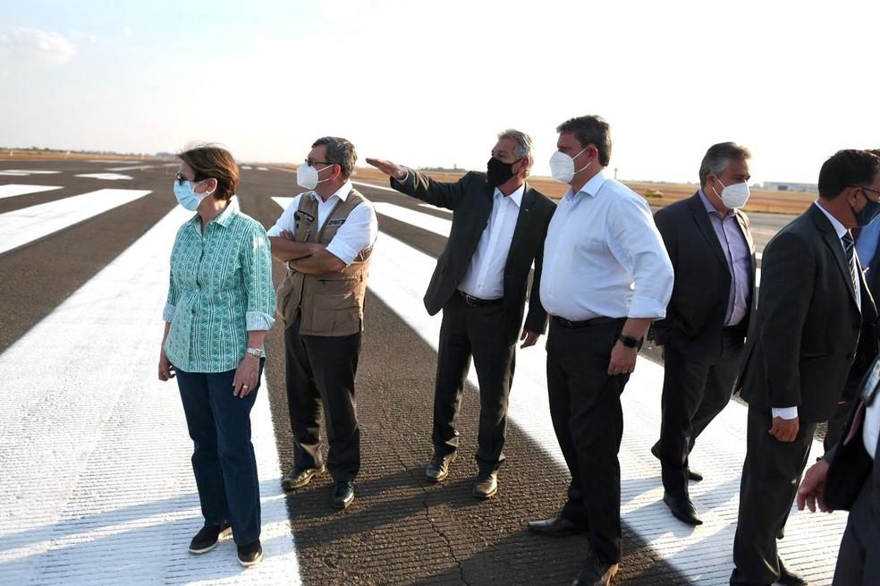 Visita do ministro de Infraestrutura Tarcísio Gomes de Freitas no aeroporto de Campo Grande — Foto: Ricardo Botelho/Minfra