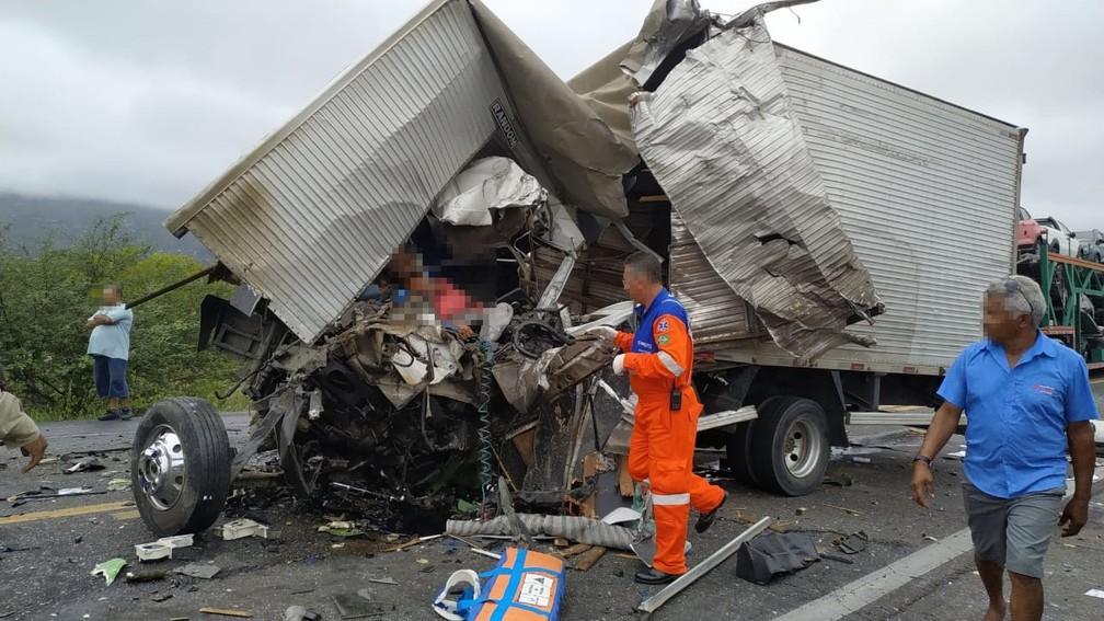Acidente ocorreu na BR-116, altura da cidade de Itatim.  — Foto: Carlos Quintino / Blog A Voz é Aqui