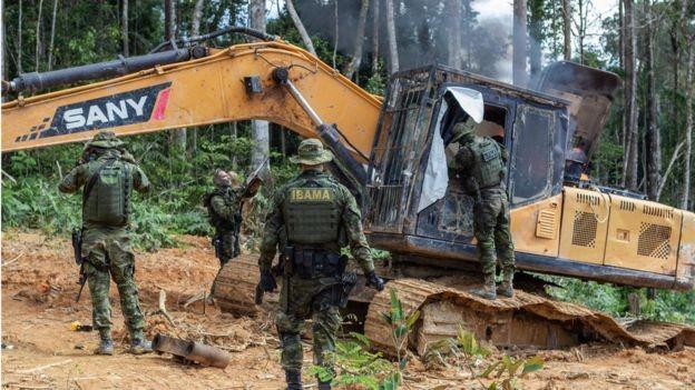 Em maio do ano passado, grupo especializado do Ibama desativou máquinas de garimpo ilegal no Pará (Foto: VINÍCIUS MENDONÇA/IBAMA)