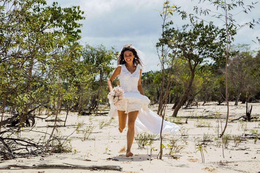 Ritinha (Isis Valverde) de noiva — Foto: Renan Branco / Gshow