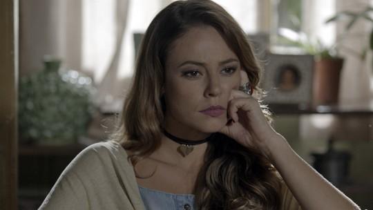 Felipe avisa Melissa que entrou com pedido de divórcio