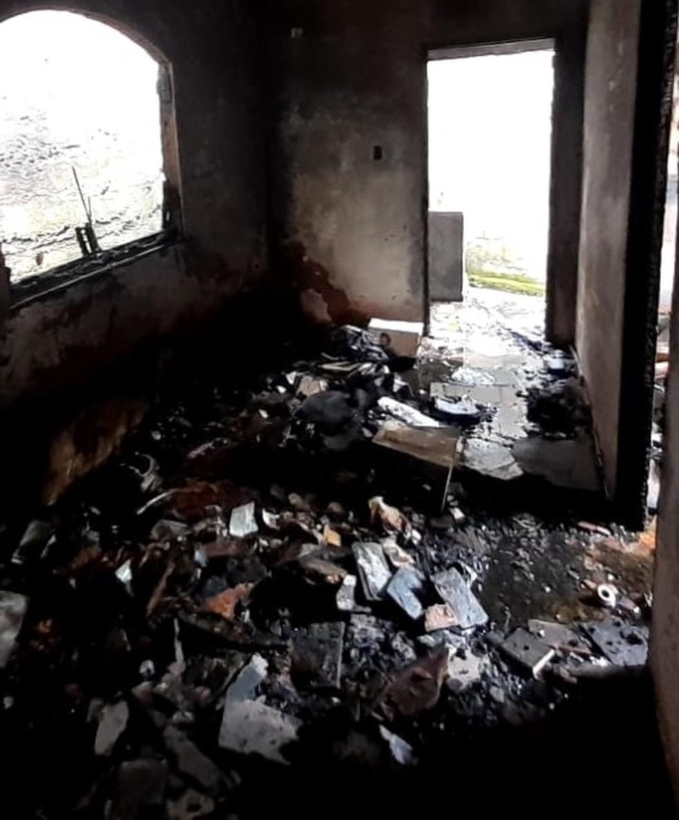 Fogo atinge casa em Valença — Foto: Divulgação/Defesa Civil