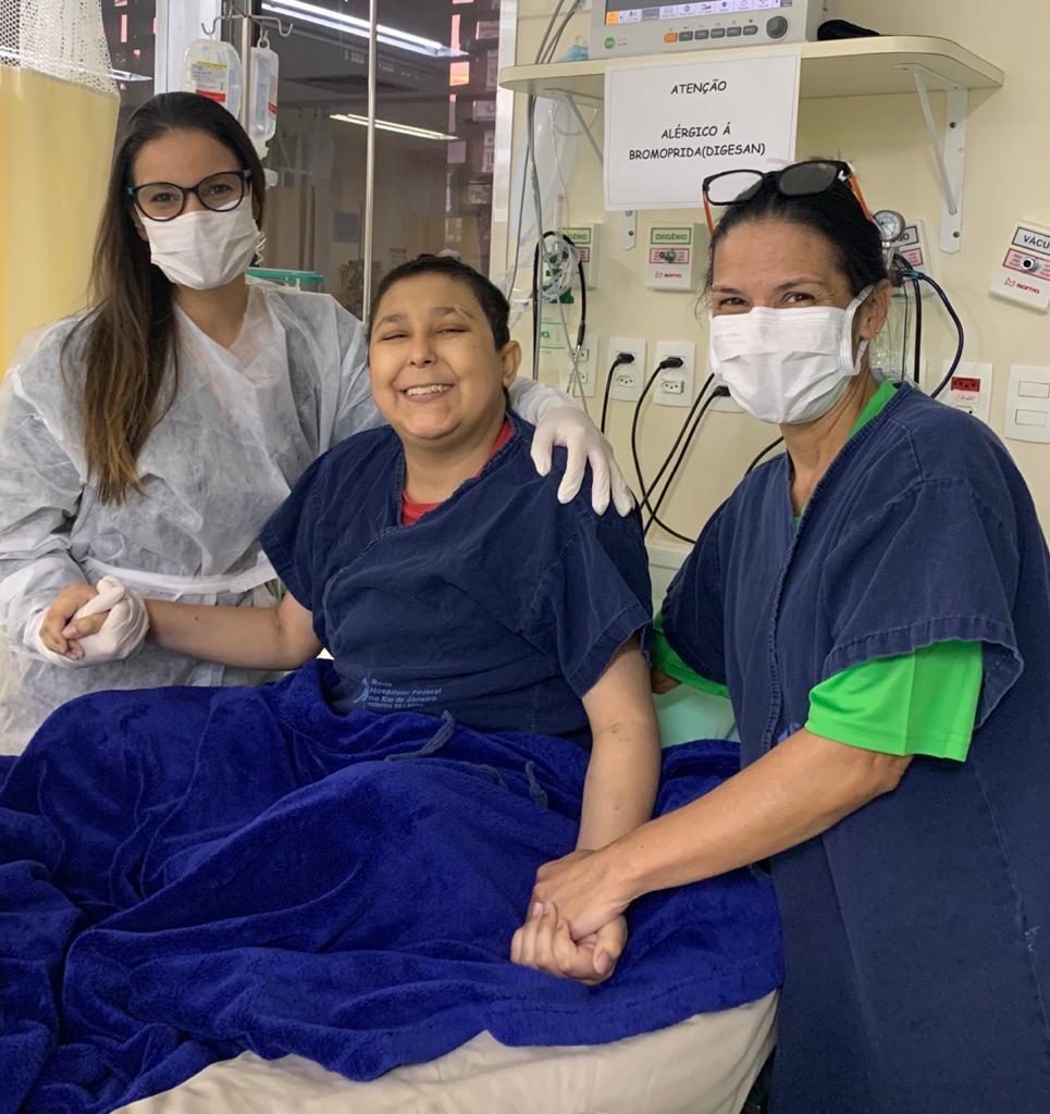 Família de estudante com doença rara internado no Hospital Federal da Lagoa faz apelo por doação de sangue
