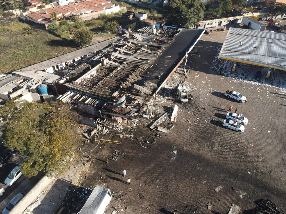 Imagens de drone mostram destruição de posto em que caminhão explodiu em Rio Claro — Foto: JR Drones Rio Claro