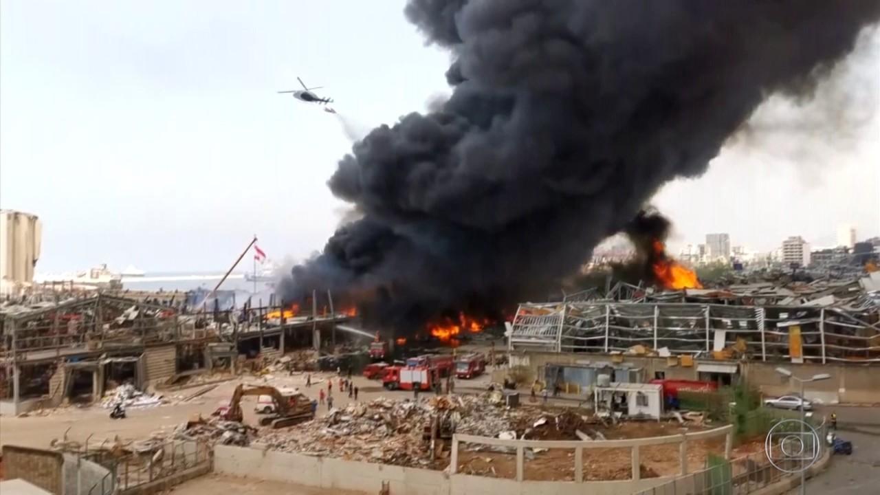 Incêndio atinge porto de Beirute