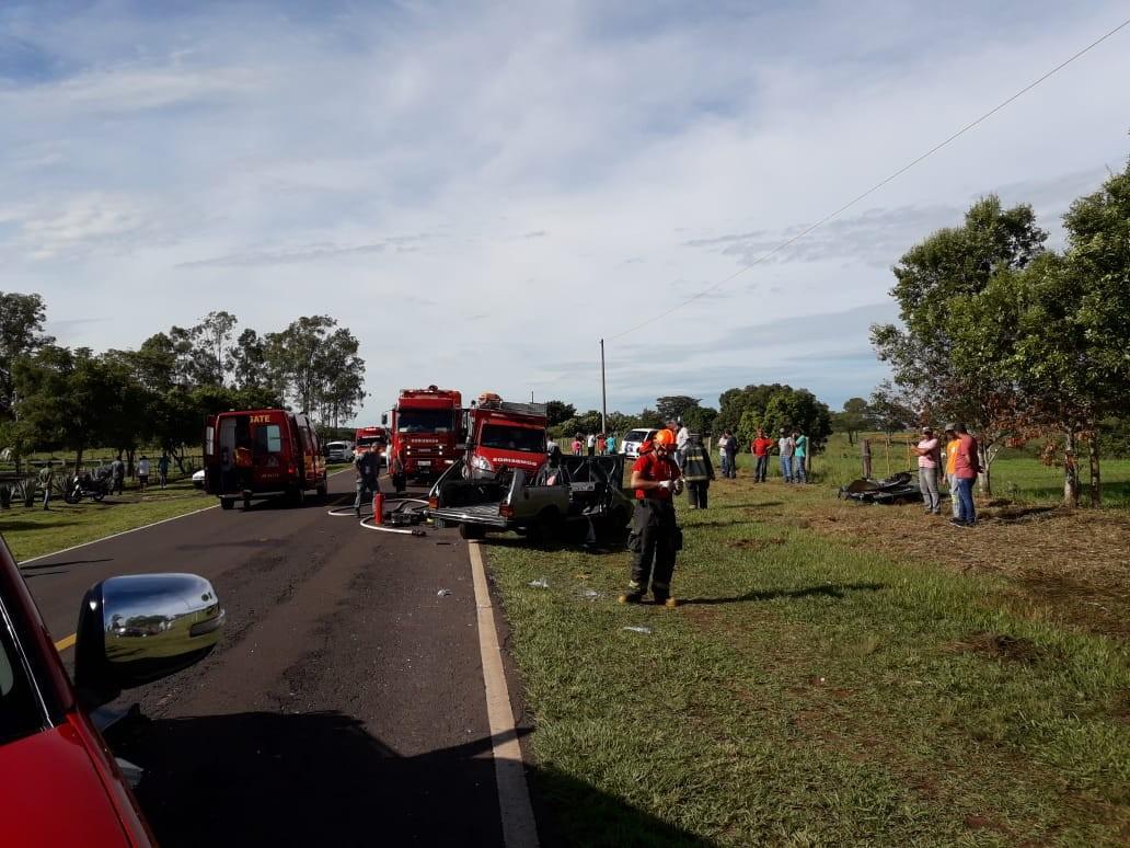 Acidente entre carros deixa cinco vítimas e interrompe trânsito na Rodovia Júlio Budiski - Noticias
