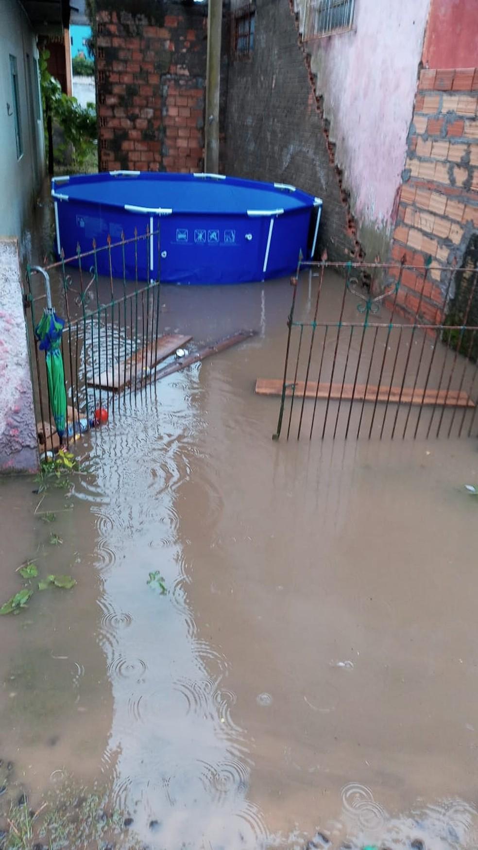 Alagamento em Lages nesta segunda-feira (28) no bairro São Luiz — Foto: Defesa Civil/Divulgação