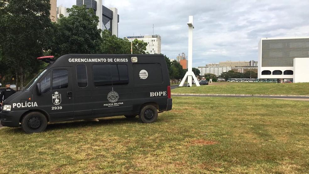 Suspeita de bomba na região central de Brasília mobiliza Esquadrão de Bombas do Bope (Foto: Larissa Batista/G1)