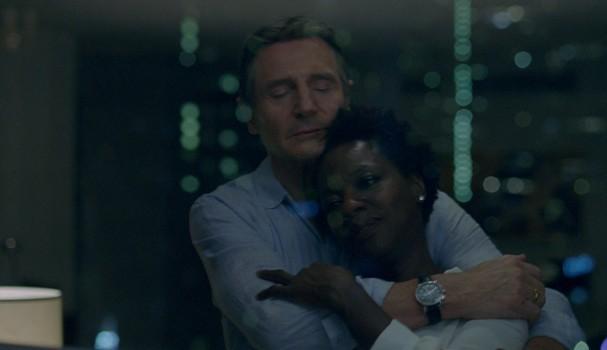 "Liam Neeson and Viola Davis star in Twentieth Century Fox's ""Widows."" (Foto: Divulgação)"