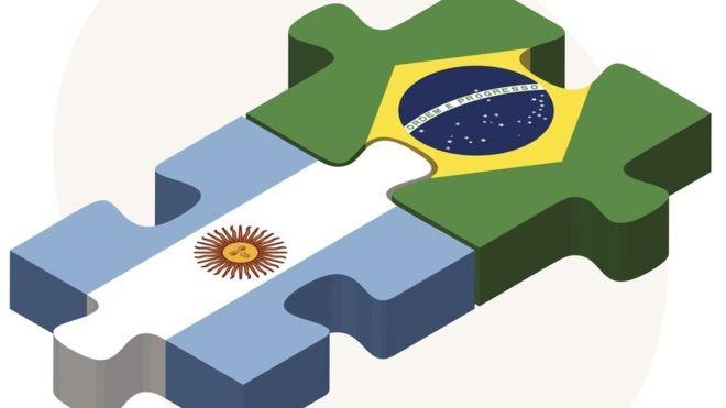 Proposta de unificação da moeda já foi discutida por políticos e brasileiros e argentinos em várias gestões (Foto: GETTY IMAGES/BBC News Brasil)