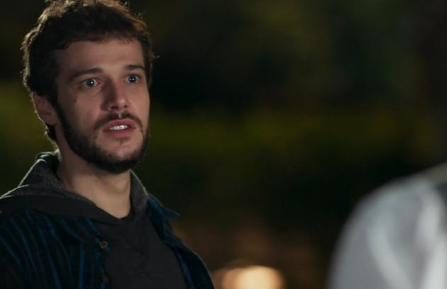 Giovanni (Jayme Matarazzo) é libertado da prisão depois de ficar dois anos preso por um crime que ele diz não ter cometido (Foto: TV Globo)