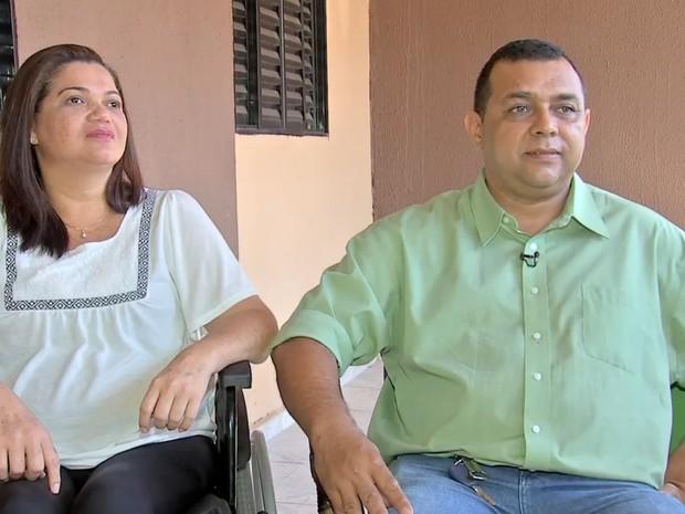 Rosa e o marido, que também trabalha na empresa (Foto: Reprodução/ TVCA)