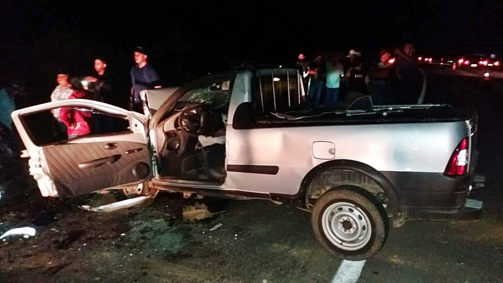 Carros bateram de frente na BR-459 em Santa Rita de Caldas (MG) — Foto: Polícia Rodoviária Federal