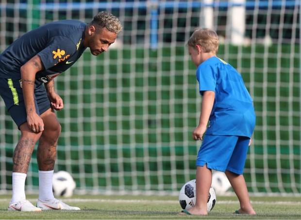 Neymar e Davi Lucca jogando futebol (Foto: Reprodução Instagram)