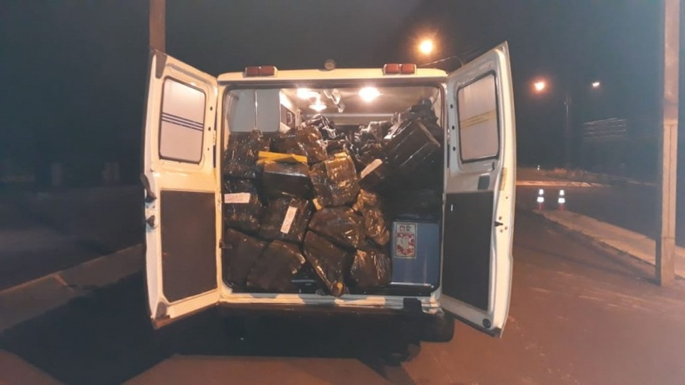 Polícia apreendeu carga escondida dentro de ambulância em MS — Foto: PRF/Divulgação