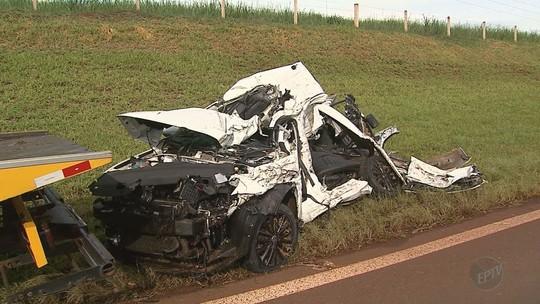 Colisão entre carro e caminhão mata mãe e 3 filhos em rodovia de Sertãozinho, SP