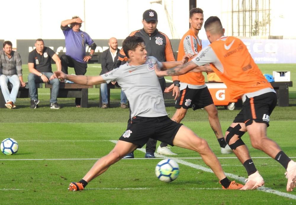 Jair Ventura promove duelos em treino no Corinthians; Pedrinho e Mateus Vital vão bem