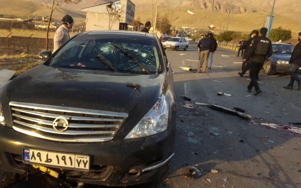 Foto divulgada pela agência semioficial Fars mostra local onde o cientista iraniano Mohsen Fakhrizadeh foi morto na sexta-feira (27) — Foto: Fars News Agency via AP