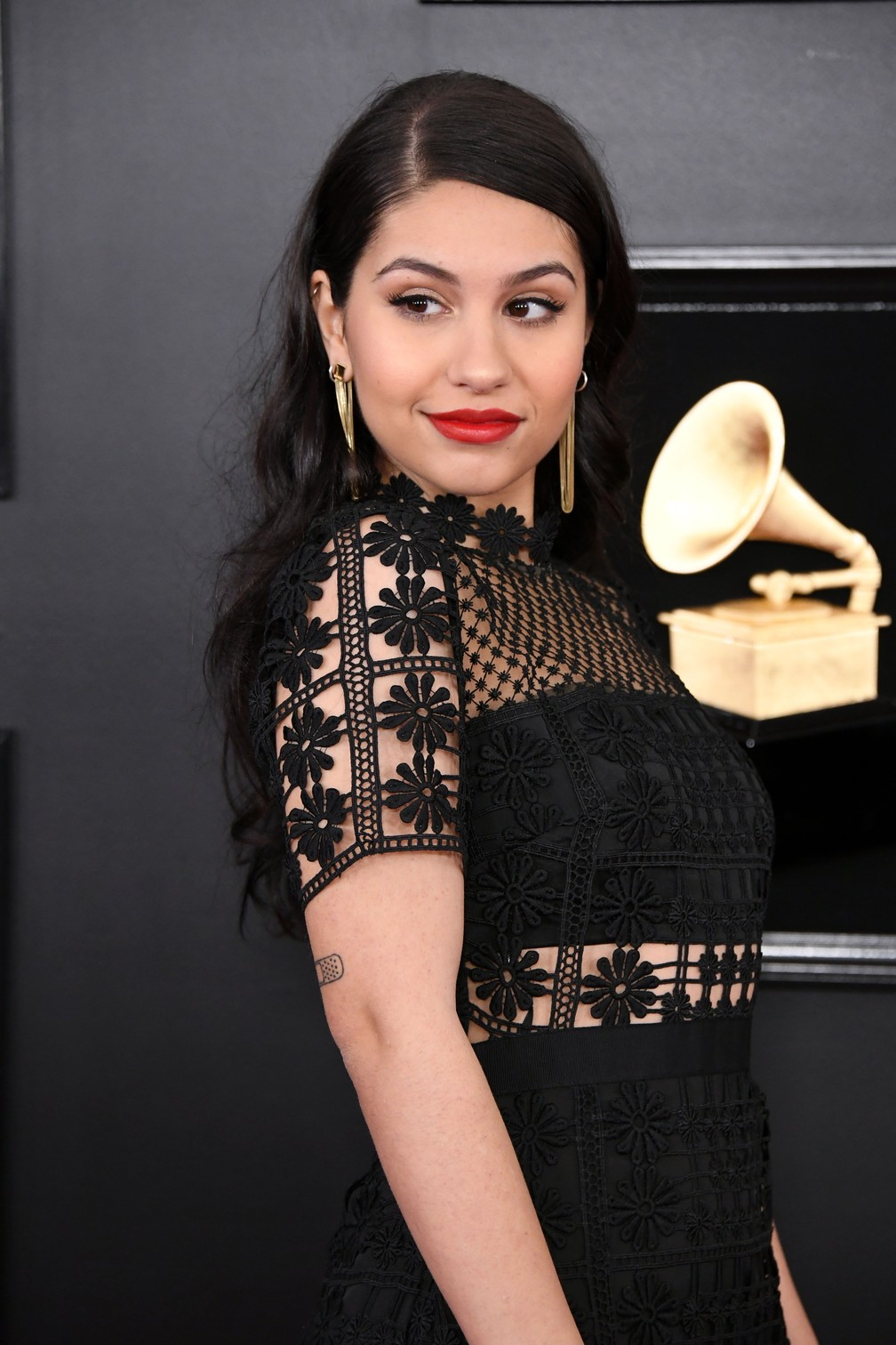 A cantora Alessia Cara no 61º Grammy, em Los Angeles — Foto: Jon Kopaloff/Getty Images/AFP