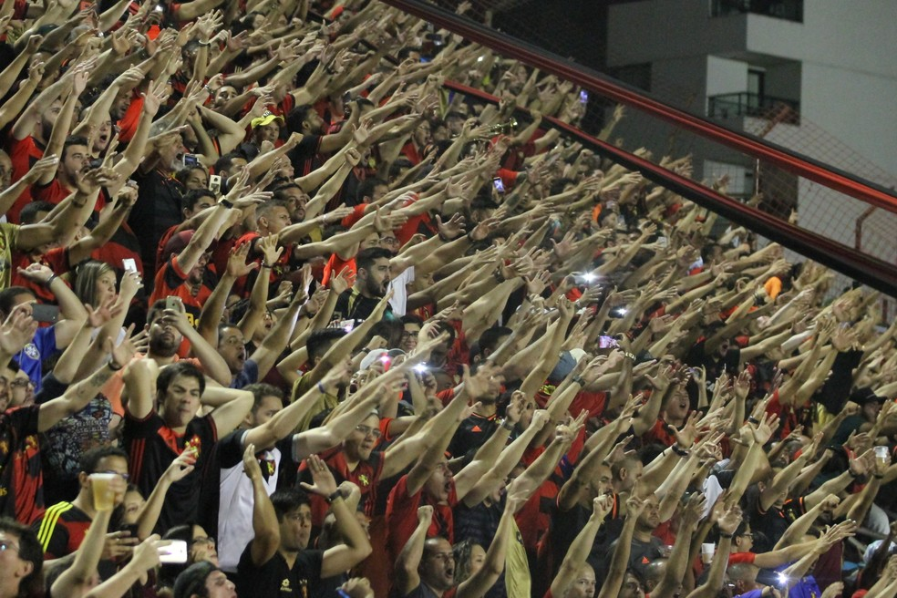 Torcida Sport — Foto: Marlon Costa / Pernambuco Press