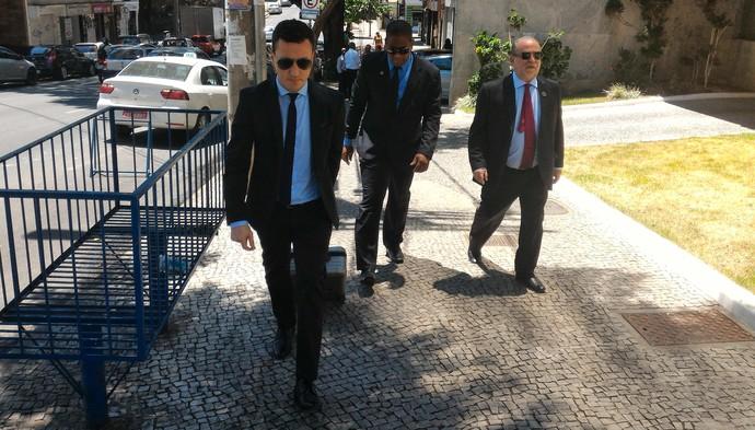 Eduardo Carlezzo, cosultor jurídico da Liga, e Delfim Peixoto, vice da CBF, reunião Sul-Minas-Rio (Foto: Vicente Seda)