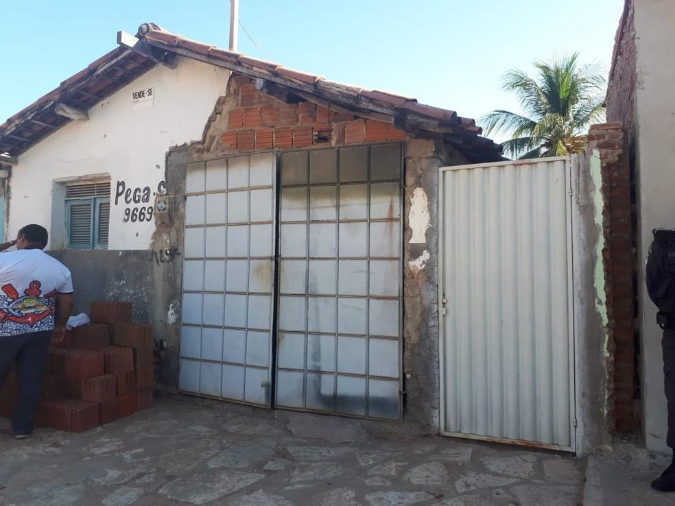 Residência é invadida e casal morto a tiros em Mossoró (Foto: Sara Vasconcelos/Inter TV Costa Branca)
