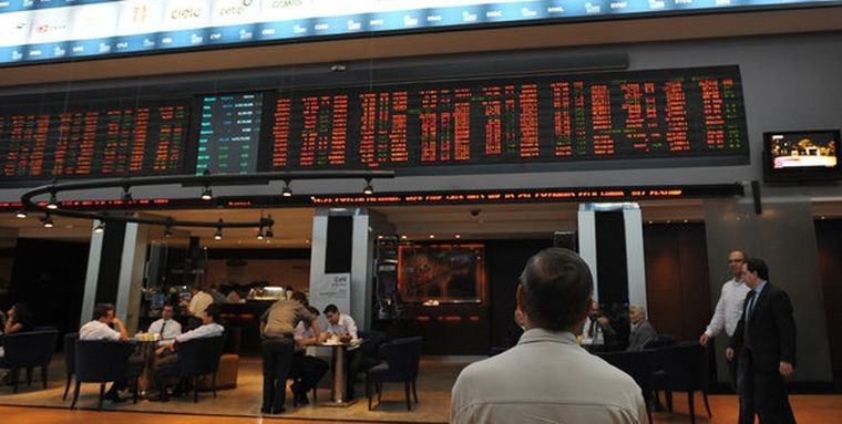 No mês, Ibovespa acumula perda de 6,67%