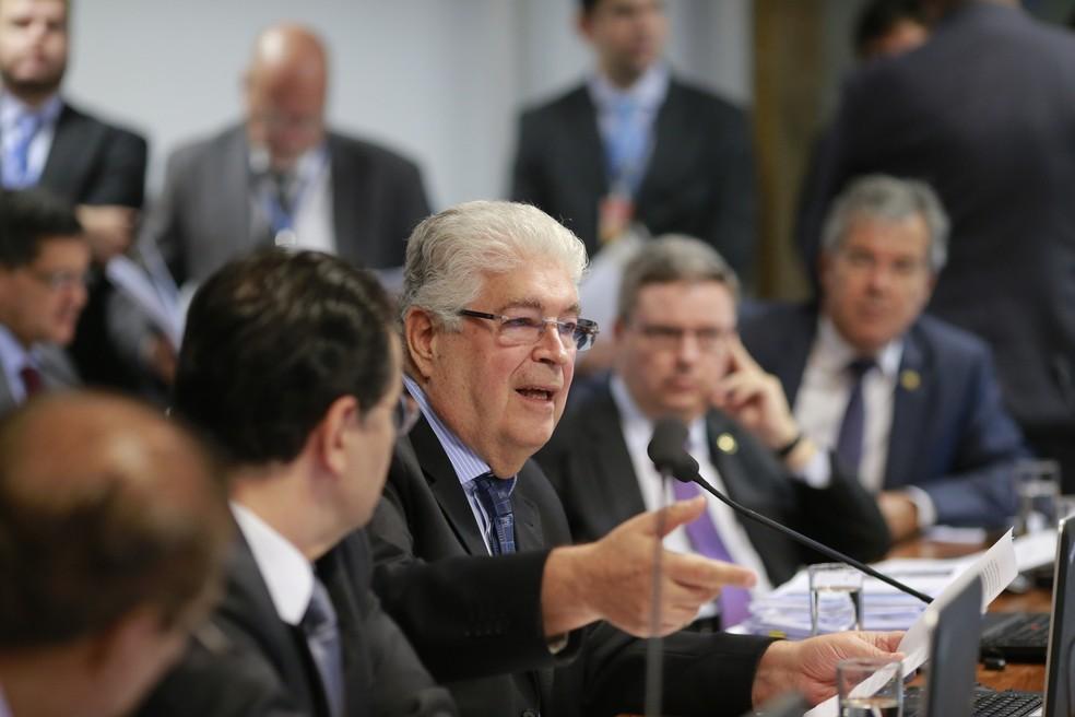 Imagem mostra o senador Roberto Requião (PMDB-PR) (Foto: Dida Sampaio/Estadão Conteúdo)