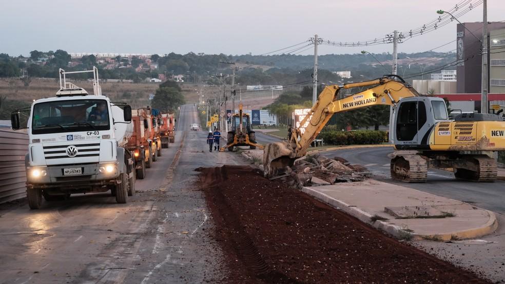 Entroncamento entre as rodovias Helder Cândia, a MT-010, e Emanuel Pinheiro, a MT-251, está interditado para obras (Foto: Rafael Manzutti/Sinfra MT)