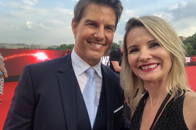 Renata Boldrini ao lado de Tom Cruise em Paris, durante o lançamento de 'Missão impossível: Efeito Fallout' (Foto: Divulgação)