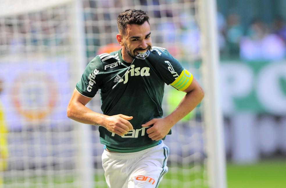 Bruno Henrique fez dois gols na vitória sobre o Paraná (Foto: Marcos Ribolli)