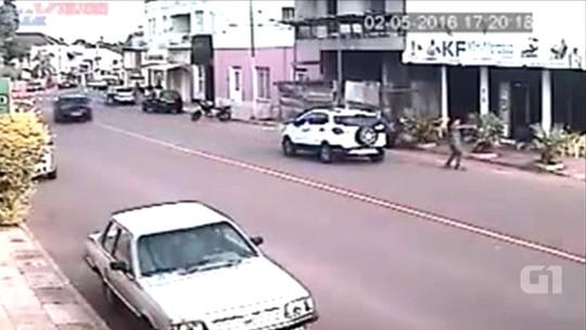 Câmera flagra execução de dois homens por engano no RS; vídeo