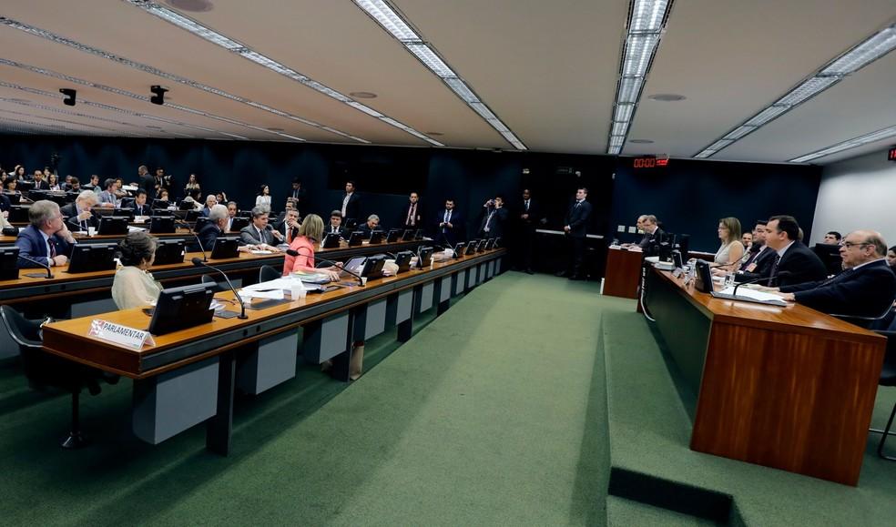 Deputados reunidos no plenário da CCJ para discutir a nova denúncia contra o presidente Michel Temer (Foto: Cleia Viana/Câmara dos Deputados)