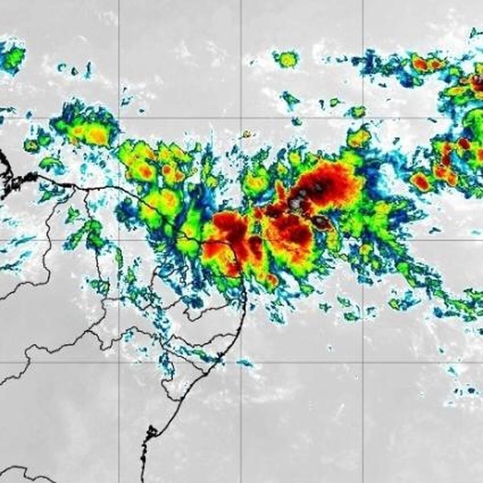 Imagem mostra a chuva sobre o Rio Grande do Norte, na manhã desta quinta-feira (25). — Foto: CPTEC/INPE